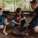 vuur maken workshop tijdens bushcraft zomerkamp