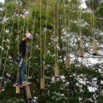 Klimbos tijdens bushcraft zomerkamp