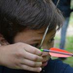 boogschieten tijdens survival zomerkamp