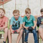 gamen met groepje tijdens gamekamp