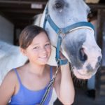 knuffelen met je paard tijdens ponykamp