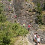 Klimmen op de rotsen survival ardennen zomerkamp