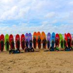 Alle surfers op een rij
